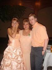 ve večernich šatech s maminkou a milankem
