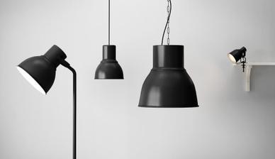 Velká stojací koupena do obýváku, malé lampičky koupené do ložnice, menší závěsné světlo nad jídelní stůl.