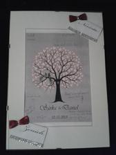 Náš svatební strom,bylo nás málo,tak jsme zvolili podpisy místo razítek