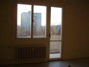 balkón v obýváku po oškrábání