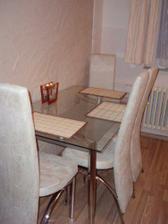 detail jídelního stolu :-)