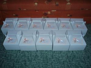 a takhle krabičky - již přilepené jmenovky