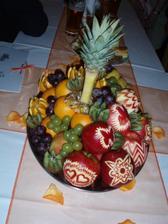 ovoce nám vyřezávala kamarádky mladší ségry