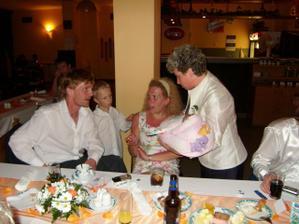 """ve večerních hodinách začala tetka vybírat příspěvek na novomanžele - do budoucna """"na plínky"""""""