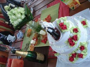 Pokračovanie v nedeľu po svadbe - doma v altánku :o)))