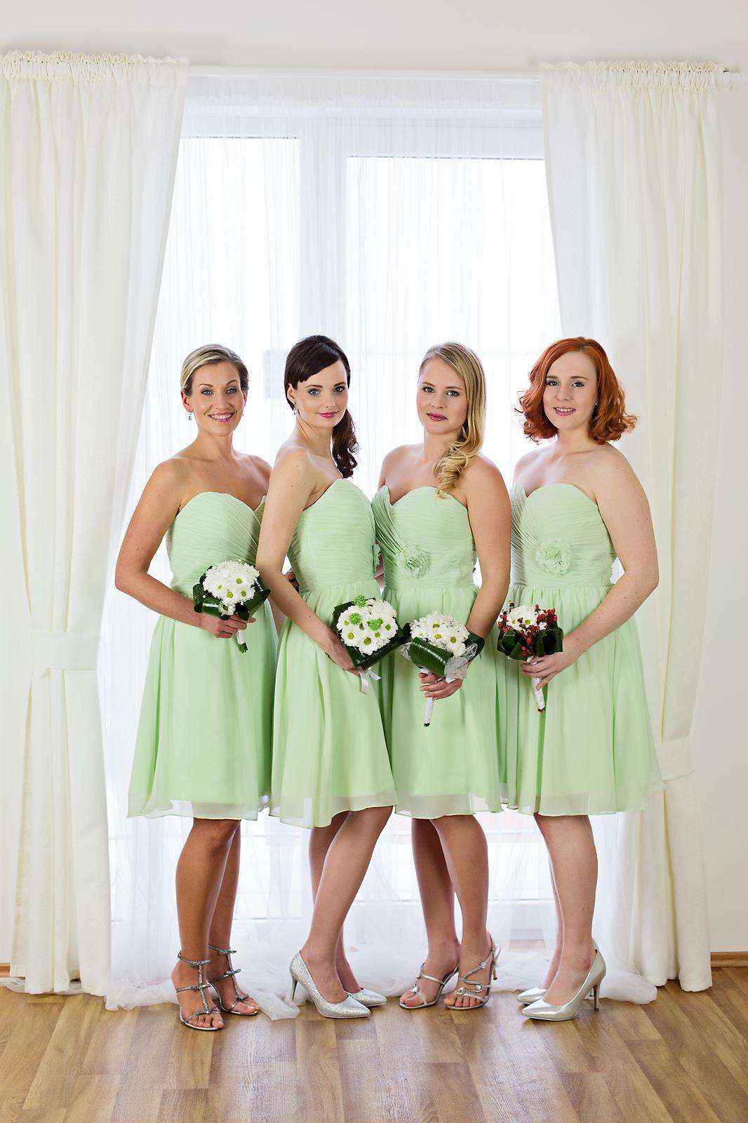 Dospělé družičky a zelené šaty - - Družičky a dru... 924f2d8eae
