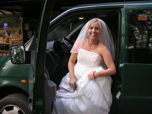 unesla jsem se v podstatě sama :-) - jediná já a moje kamarádka jsme totiž nepily a mohly řídit - bylo nás hodně a musely jsem použít 2 auta :-)