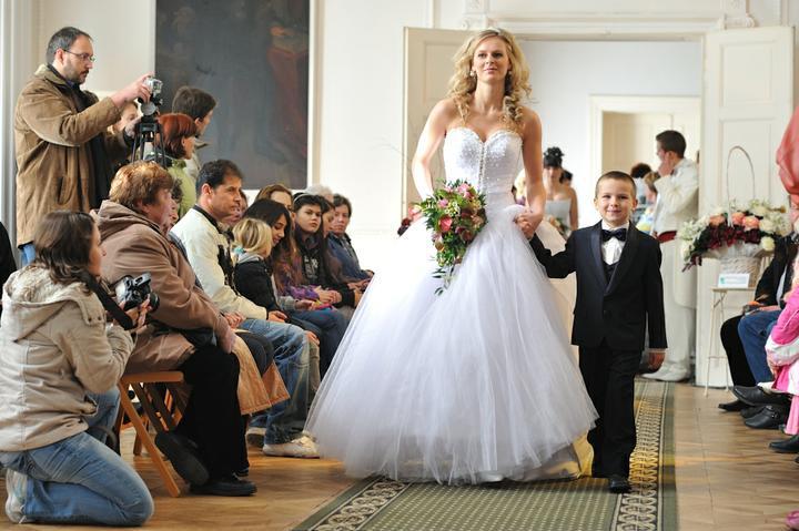 Svatební dny na zámku v Hořovicích. - další z modelek, krásné šaty