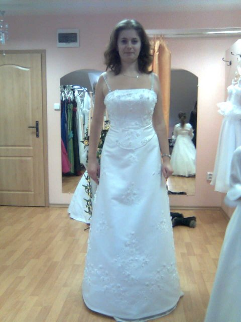 Ooooo šaty utkané z jahodovej peny - Obrázok č. 1