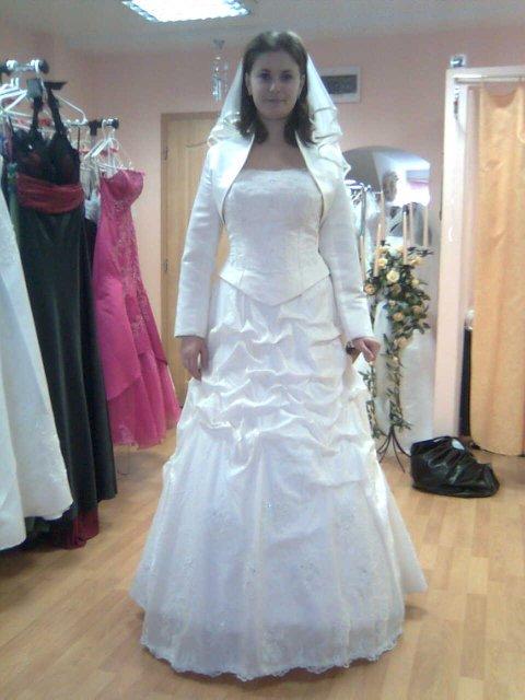 Ooooo šaty utkané z jahodovej peny - Obrázok č. 2