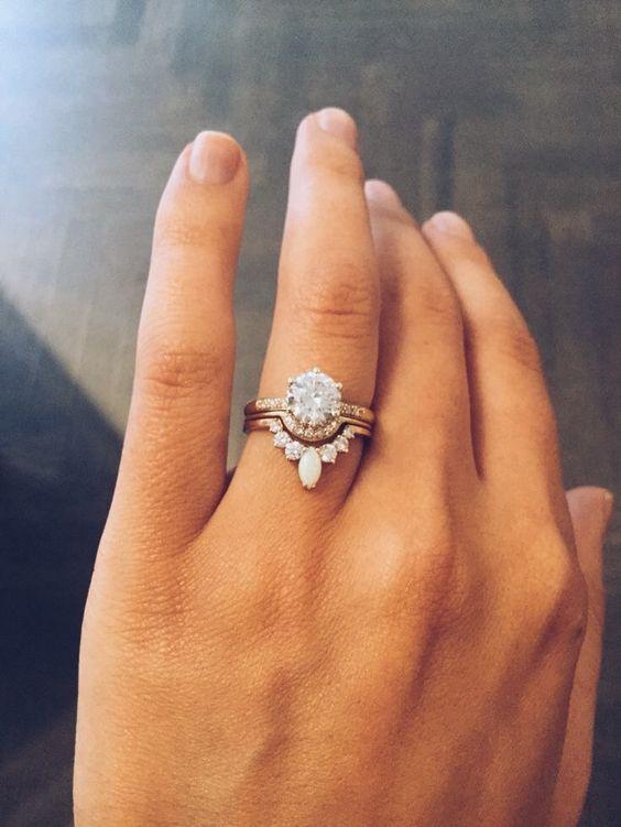 Super nápad na kombinaci zásnubního a snubního prstýnku. - Obrázek č. 1