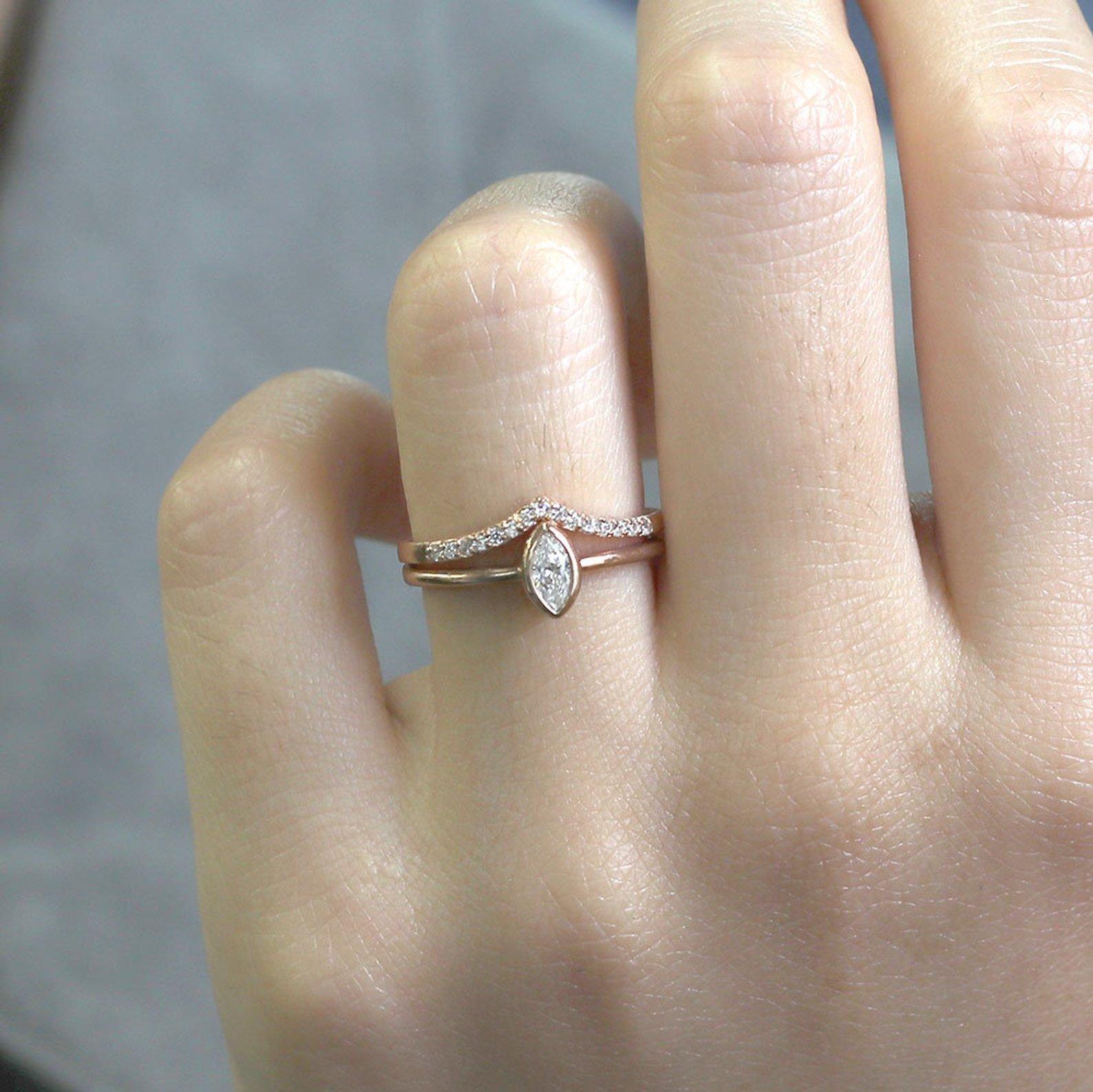 Super nápad na kombinaci zásnubního a snubního prstýnku. - Obrázek č. 5