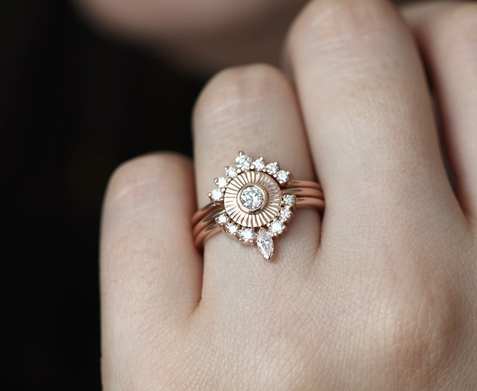 Super nápad na kombinaci zásnubního a snubního prstýnku. - Obrázek č. 7