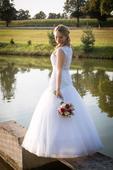 Svatební šaty se spodničkou, 36