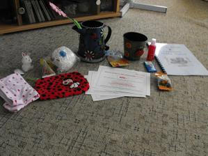 dárečky co jsem dostala na rozlučce (konvička a květináček)