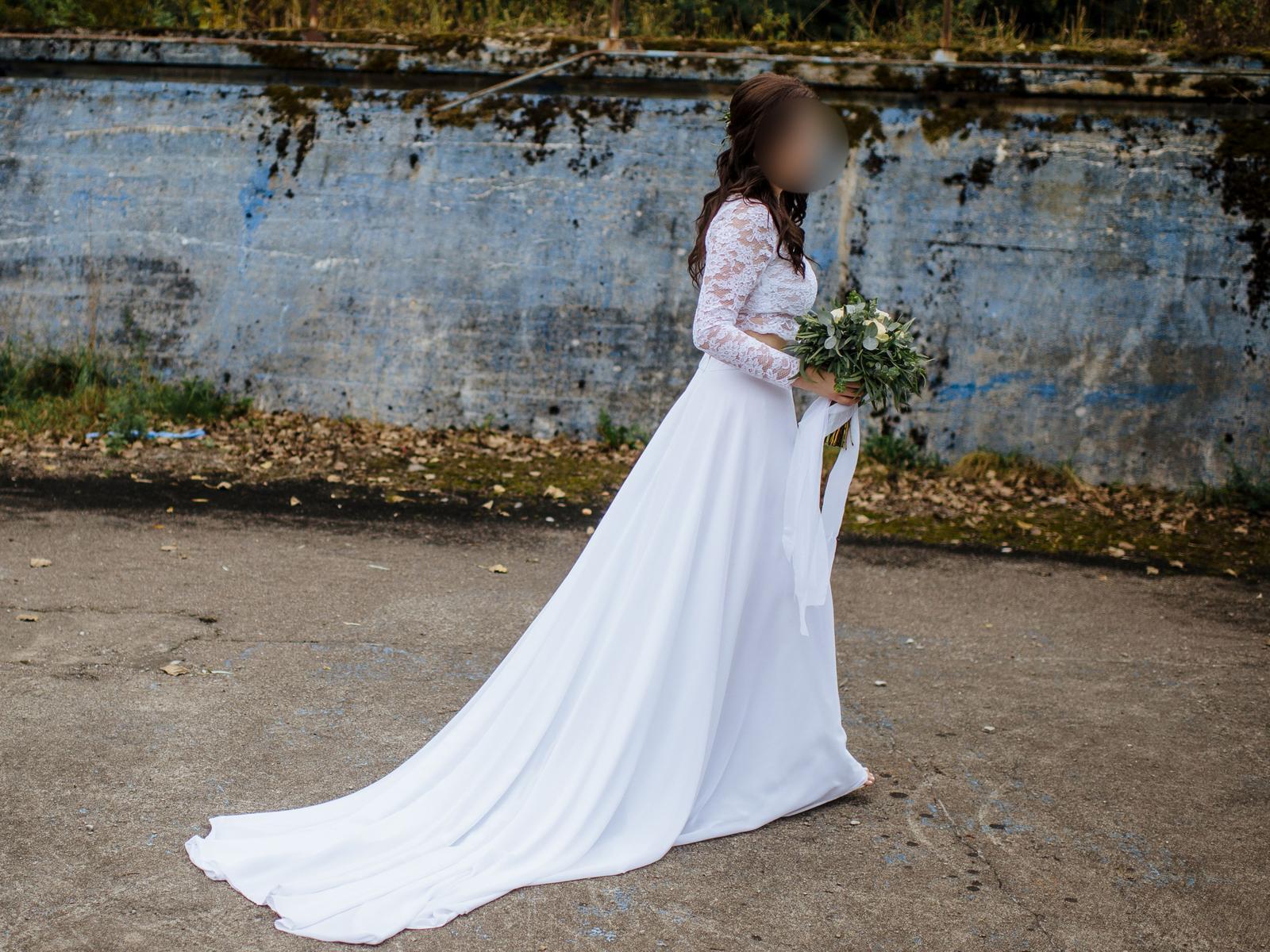 Originální dvoudílné svatební šaty s vlečkou - Obrázek č. 1