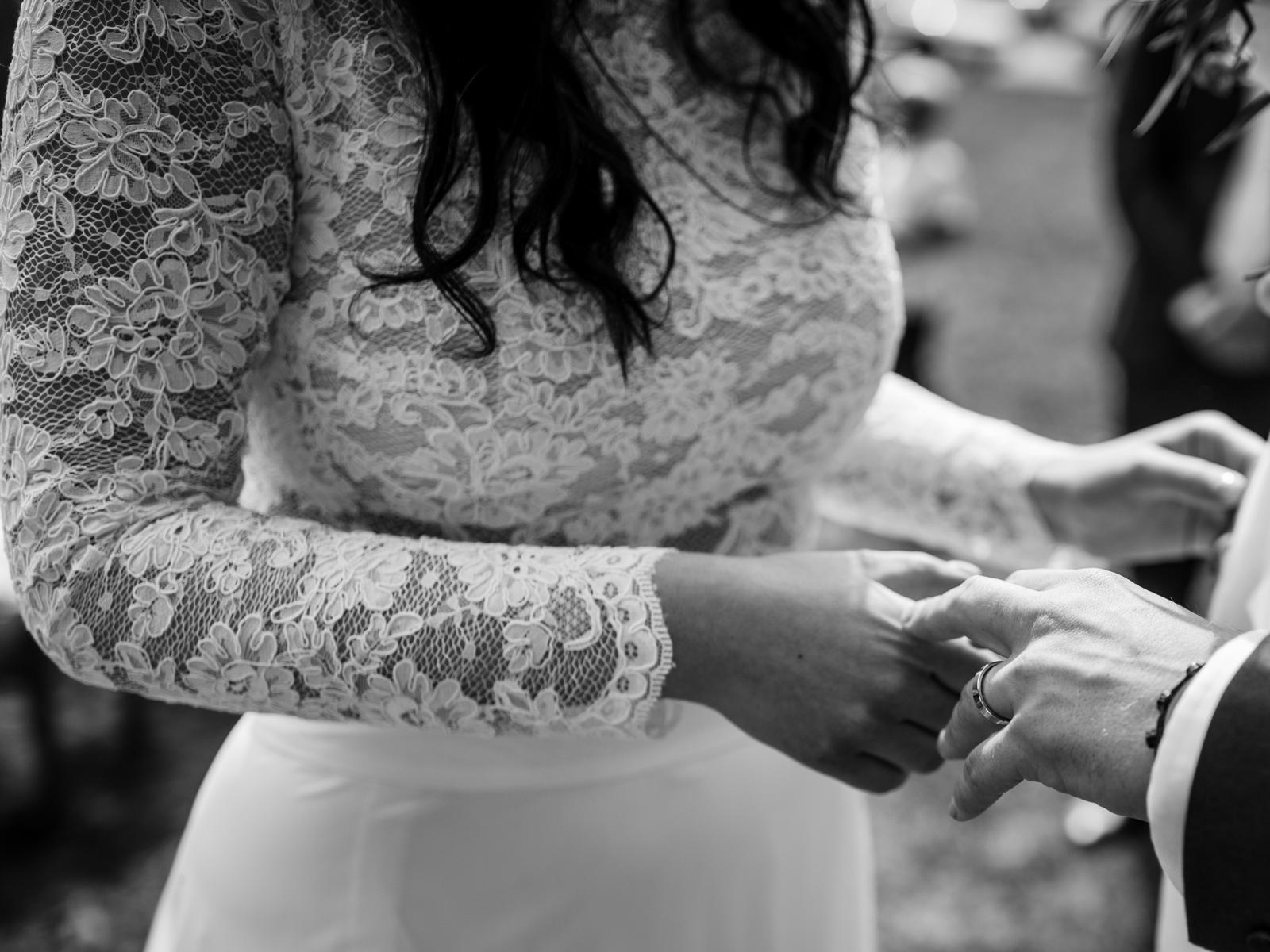Originální dvoudílné svatební šaty s vlečkou - Obrázek č. 4