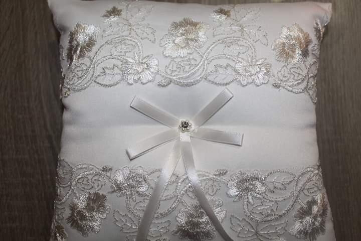 Vankúšik pod svadobné obrúčky - Obrázok č. 1