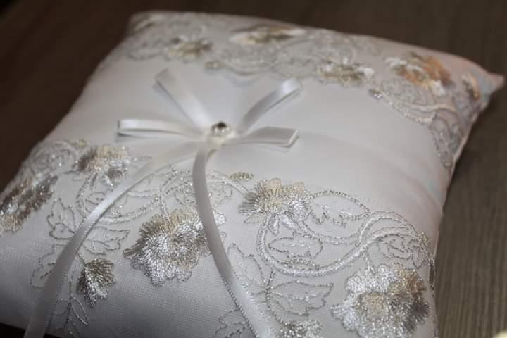 Vankúšik pod svadobné obrúčky - Obrázok č. 2