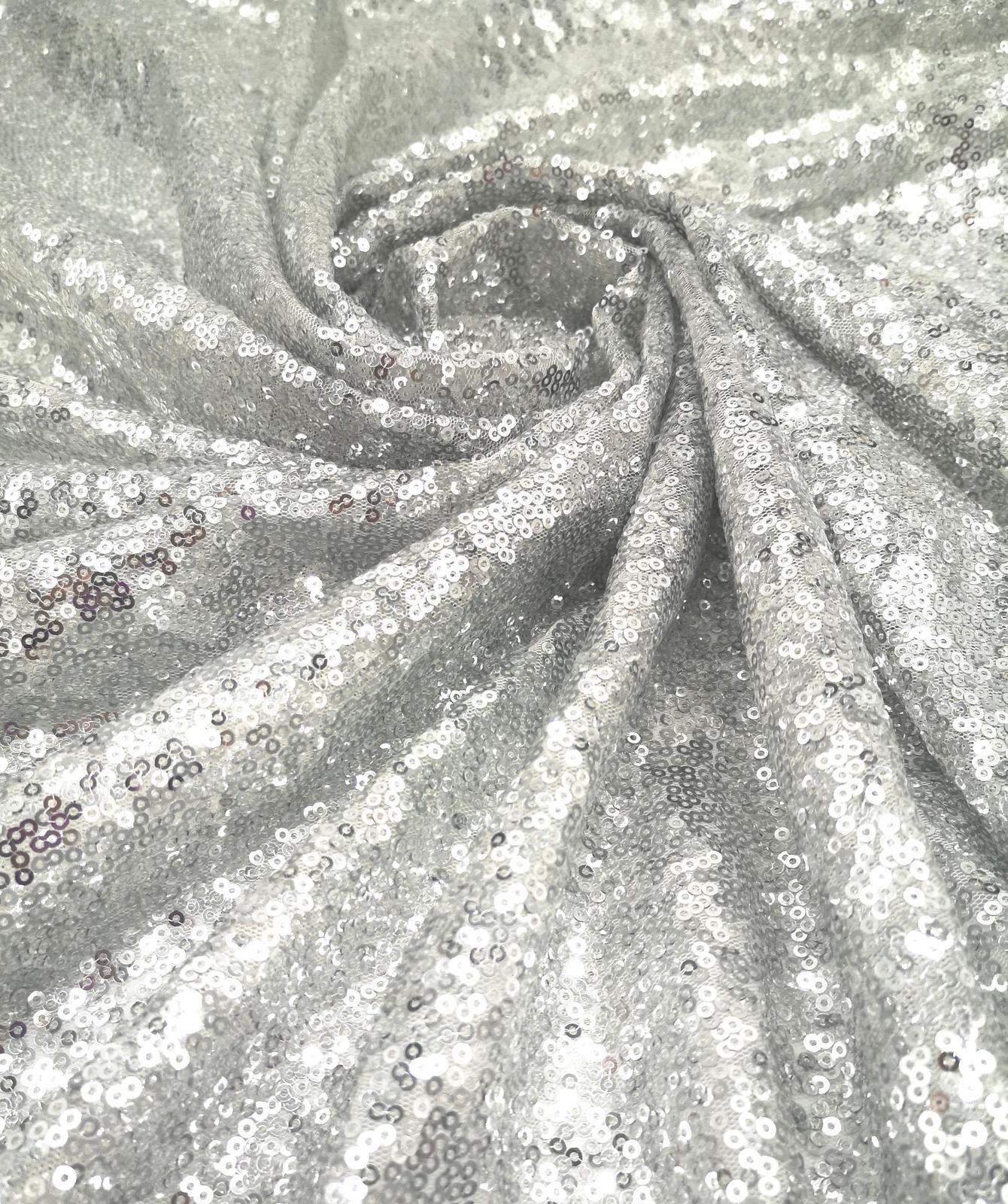 Prenájom - Flitrovaný obrus silver 120 x 180 cm - Obrázok č. 1