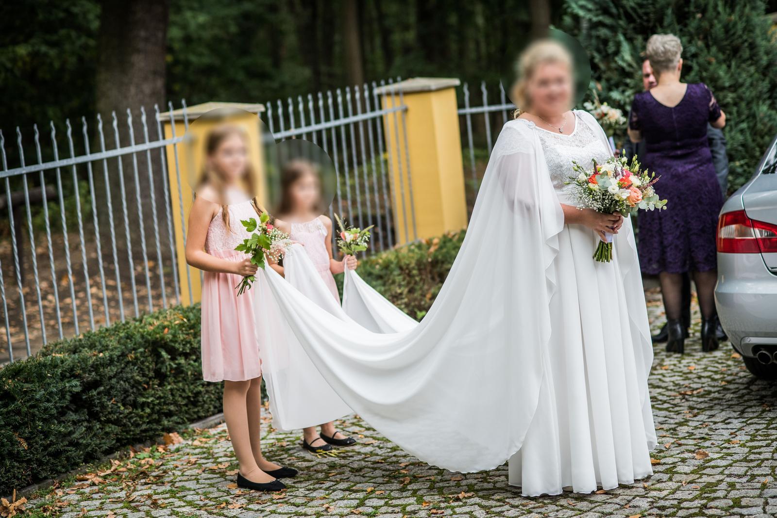 Svatební šaty a plášť vel.48 - Obrázek č. 1
