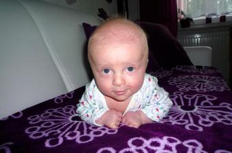 A to už je náš miláček Peťulka, který se narodil rok a dva měsíce po svatbě.