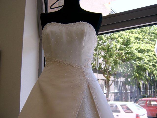Príprava na svadbu a veci s tým súvisiace... - detail vrchnej časti...