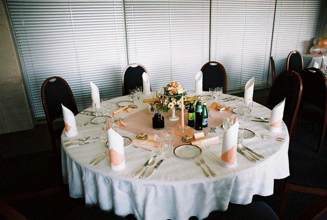 Silvia{{_AND_}}Juraj - detail stola pre hostí...