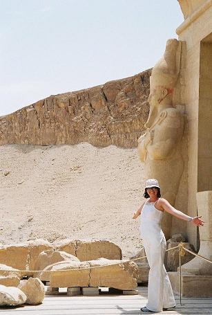 Silvia{{_AND_}}Juraj - svadobná cesta EGYPT: pamiatky pri 47 stupnoch