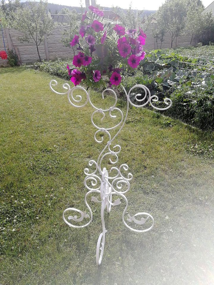Stojan na kvety, držiak na kvety, držiak kvetov, kvetináč - Obrázok č. 1
