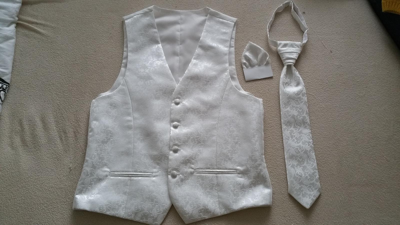 Svadobná vesta a kravatou a vreckovkou - Obrázok č. 1