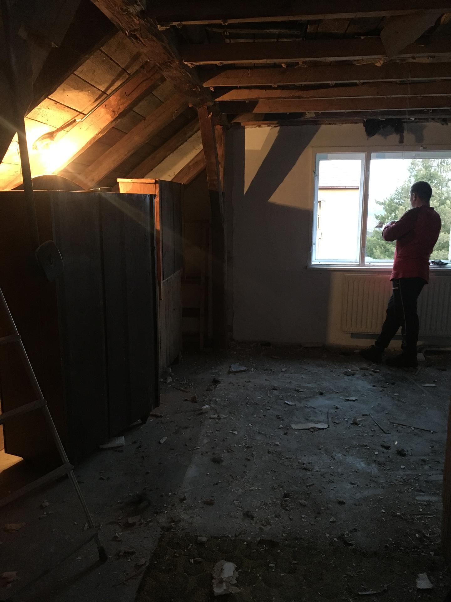 Rekonstrukce 🏡 20/21 - Podkroví - demolice letního pokoje