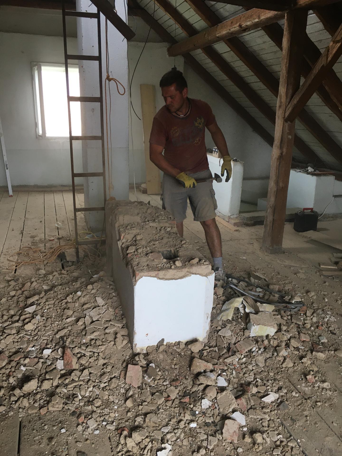 Rekonstrukce 🏡 20/21 - Demolice komínů (dvouprůduchový + třípruduchový)