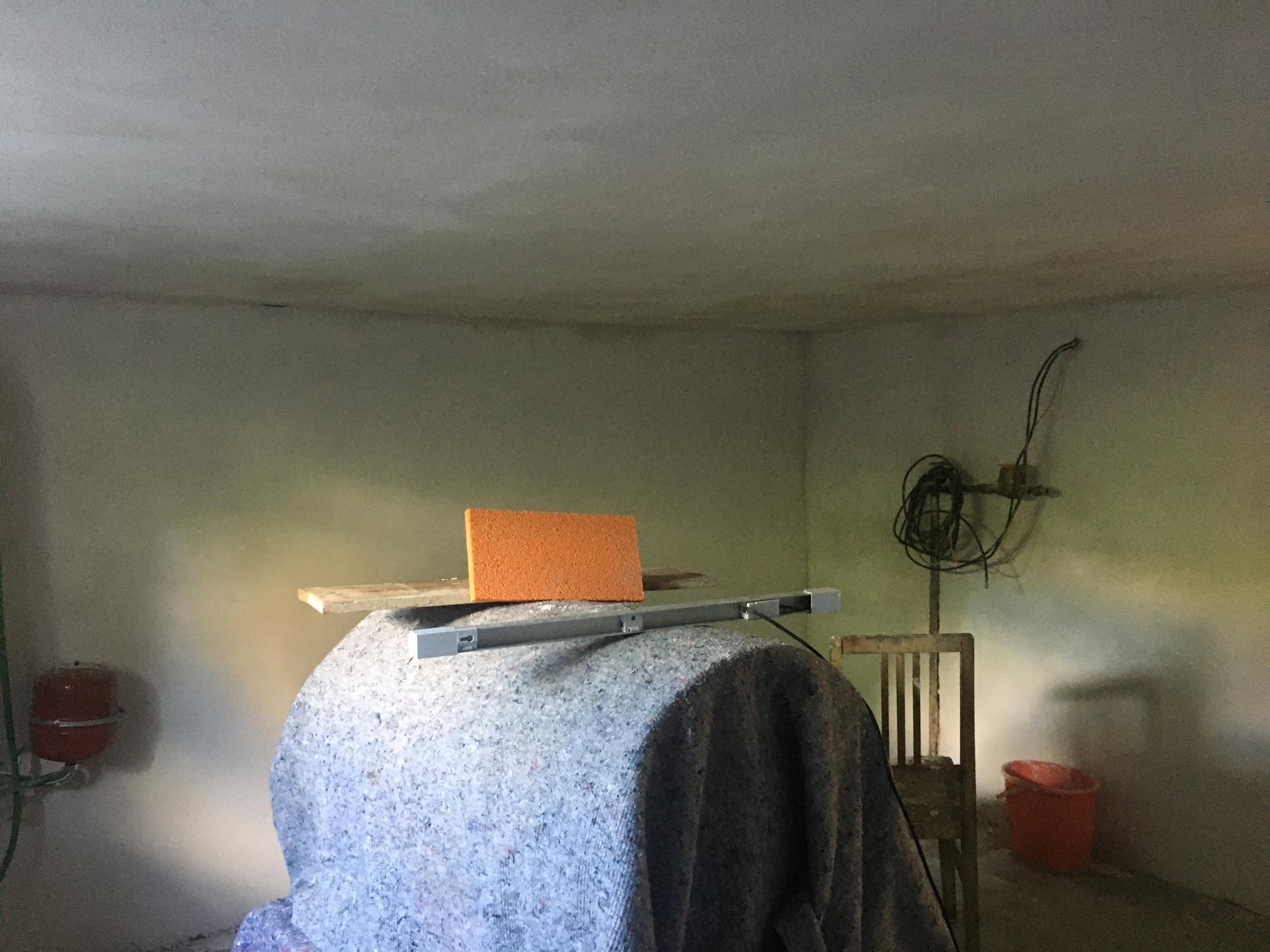 Rekonstrukce 🏡 20/21 - Nové štuky v tech. místnosti (v rohu byly staré kotle)