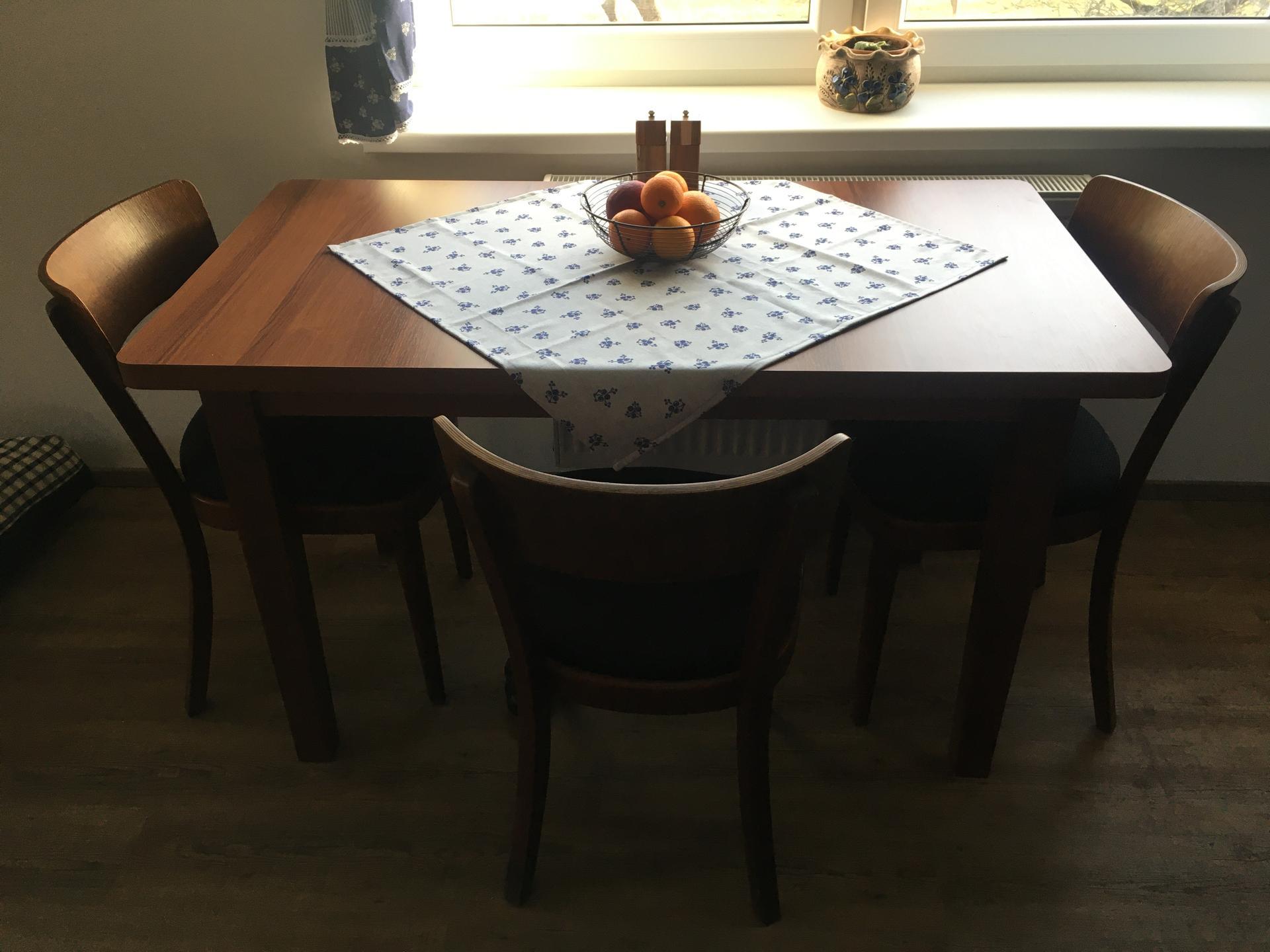 Rekonstrukce 🏡 20/21 - Jídelní stůl, židle retro po renovaci