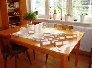 vyrábím jmenovky....zkouška na stole...