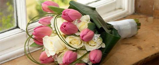 tak takáto bude moja kytica len so zelenými ružami a červenšími tulipánmi