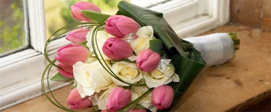 My dva - tak takáto bude moja kytica len so zelenými ružami a červenšími tulipánmi