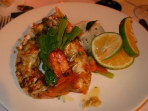 hlavní chod - langusta s česnekovým máslem a kreolskou rýží