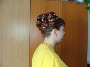 rozhodla jsem se pro vyčesání vlasů nahoru