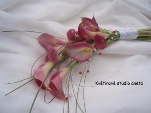 kytička pro svědkyni...moc krásná...a moc se jí líbí...:-))