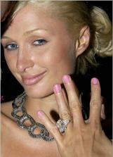 jej zásnubný prsteň