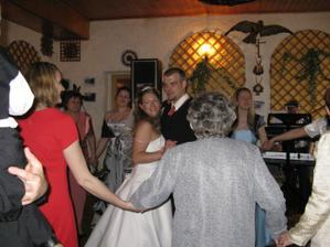 první tanec, malej nám tleskal jak o život:)