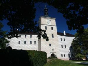 Krásný pohled na zámek Březnice.