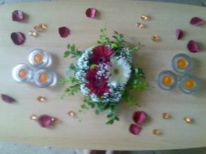 miniaturní zkouška výzdoby svatebního stolu