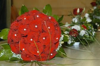 detail kytice na oltáři