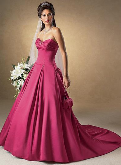 Čo už máme ;oD - konečne som našla foto mojich svad. šiat - moje sú ivory farby a vlečku majú ešte dlhšiu... joj, krásne sú ;oD