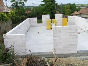 Múry sme vytiahli v júny 2009.