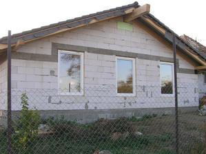 .....už aj okná. 3 izby.