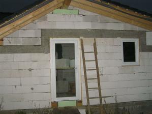 vchod a kúpelkové okno